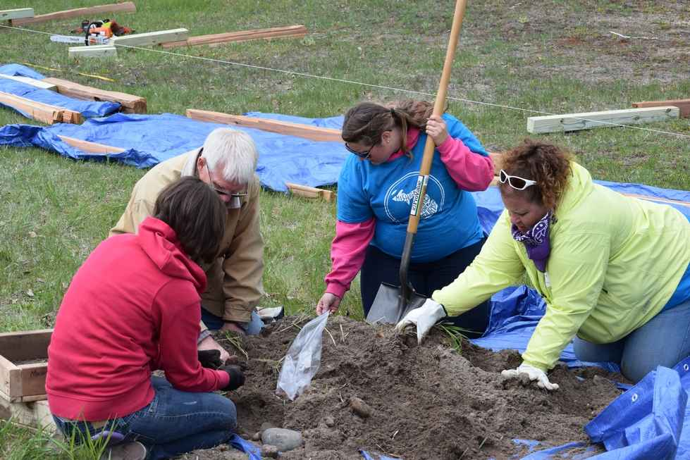 Sturgeon Point Lighthouse Clean-up Event 2015