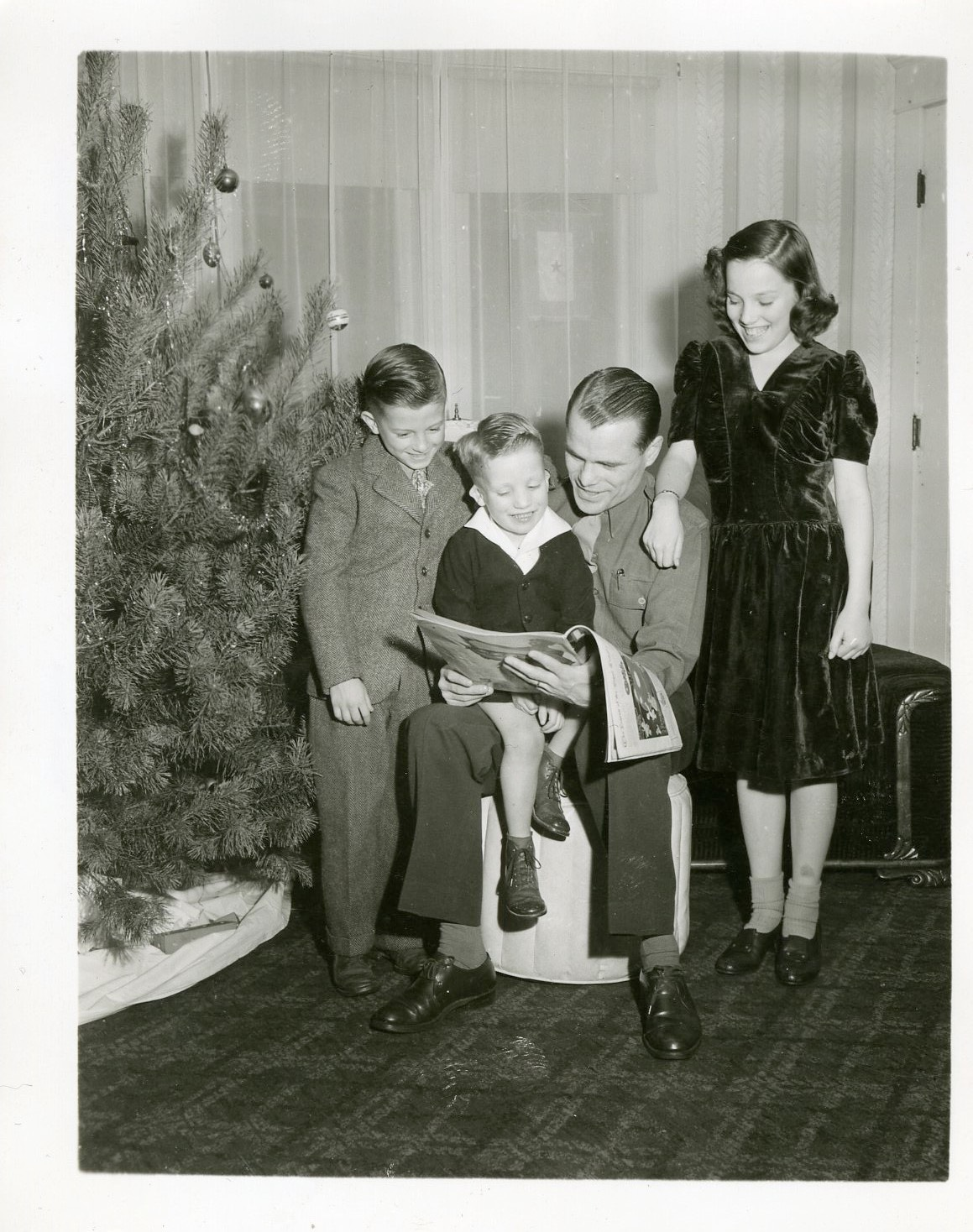 Ralph and his children on Christmas 1944