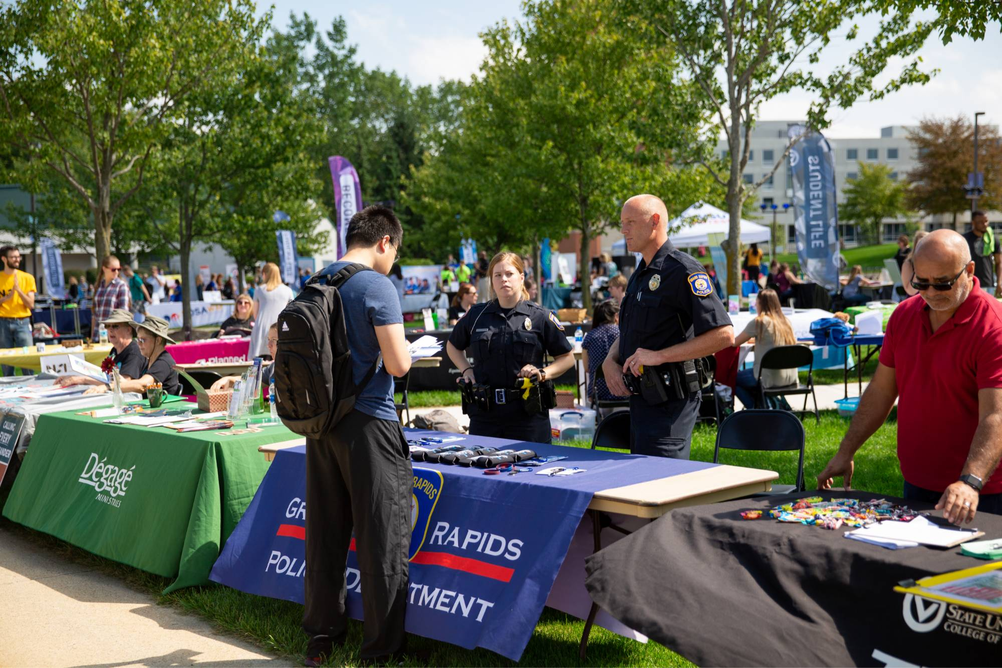 Student speaking with Grand Rapids Police Department Recruiting
