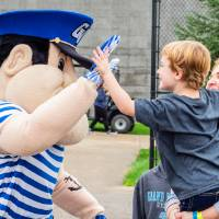 Little Laker receives high fives from Louie