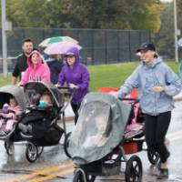 Lakers run in 5K with little Lakers in strollers
