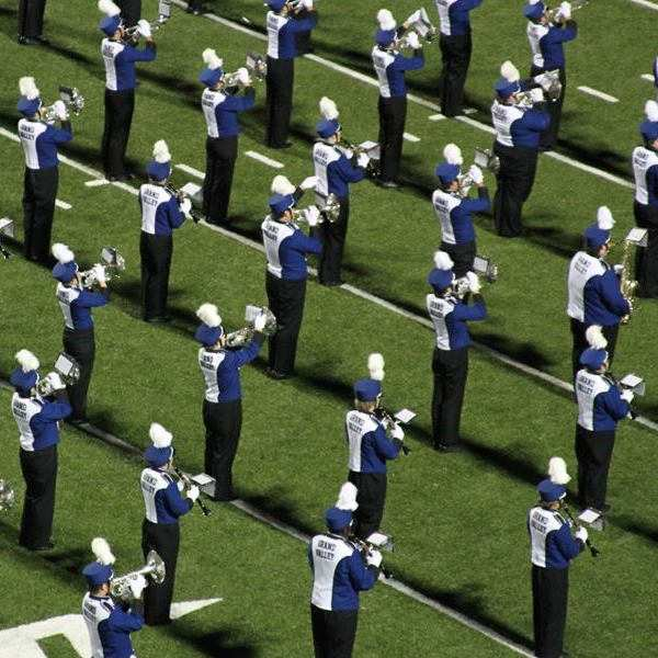 marching band in line