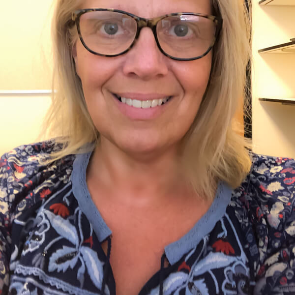 headshot: Glenna Decker, instructional designer for IDeL