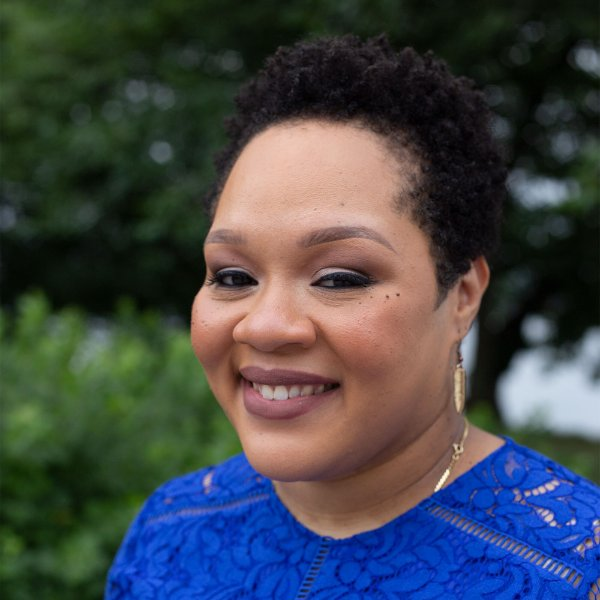 Yamiche Alcindor headshot taken outside